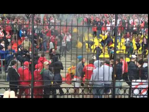 Фанаты Спартака сожгли стадион