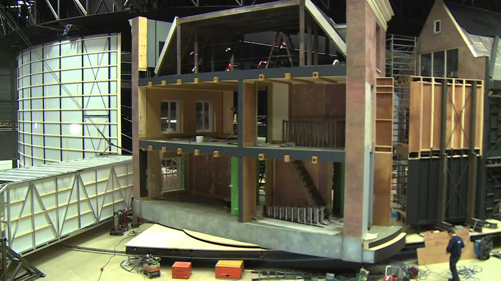 Decorbouw anne youtube for Anne frank musical