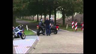 Blik op de Weg OFFICIAL - Fragment Motor maakt wheelie; rijbewijs wordt ingevorderd