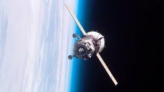 Аварийный космический корабль падает на Землю