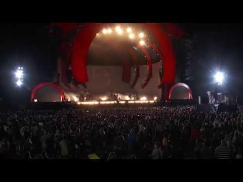 Rihanna (live love the brain )