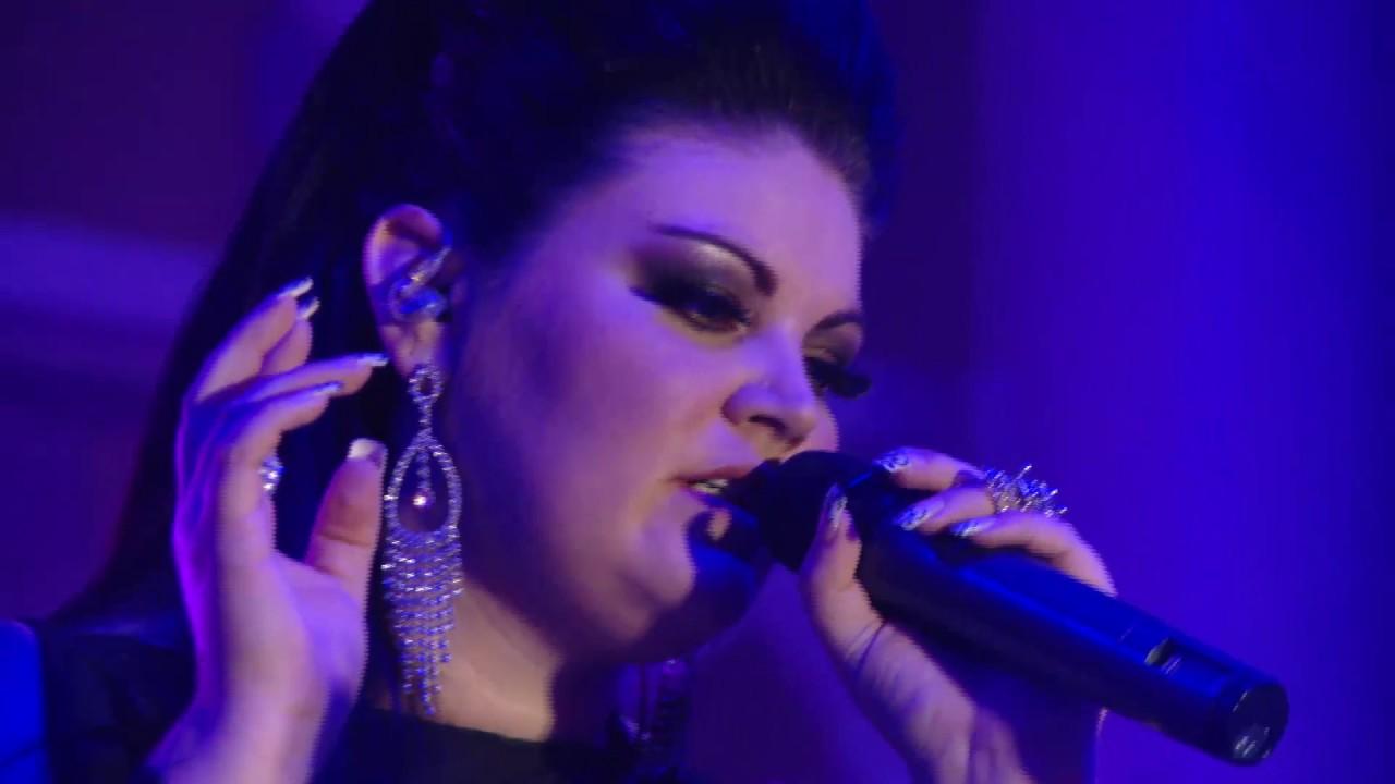 Sky Room Live Part - 26: Corlea Botha - Help Me Make It Through The Night (Skyroom Live)