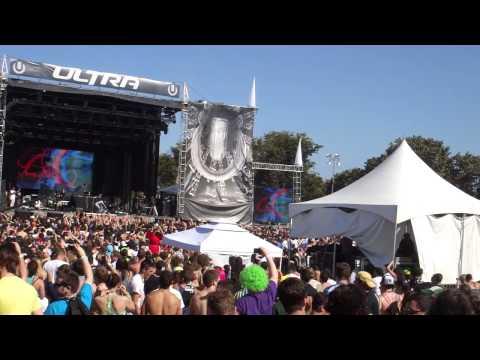 Steve Aoki  @ Ultra Music Festival Miami 2010, Warp 1977