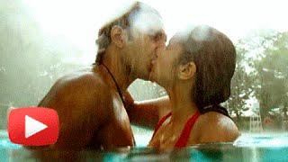 ranveer singh passionate kiss with vaani kapoor in befikre poster