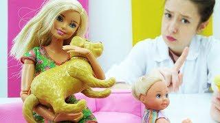 Видео для девочек. Барби у ветеринара. Игры с куклой Барби