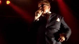 Madness - Bed and Breakfast man (Live at Festival Cruilla Barcelona 2011) (7/10 vídeos)