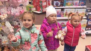Алина и Алиса Мими Лисса встретились в магазине игрушек Какие игрушки покупают девочки Buy toys