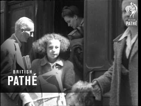 Evacuees Return To London (1945)