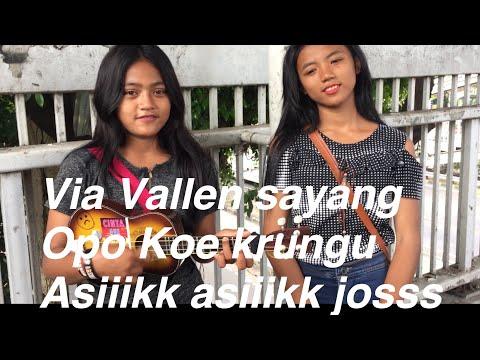 Manda dan Anggraini duo pengamen cantik nyanyi lagu sayang