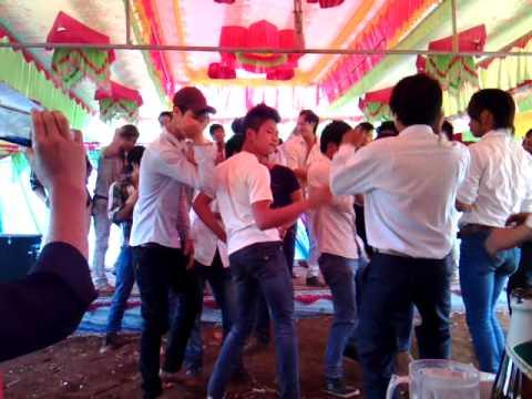 Dam cuoi nhay san _ thon 9 choglong