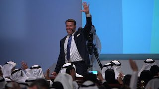 Life coach Tony Robbins shares top career advice: Self-education