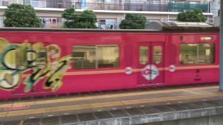 西武新宿線本川越駅にきゃりーぱみゅぱみゅさんのラッピング列車がいたので撮影してみました この列車池袋線だけだと思ってたけど新宿線も走...