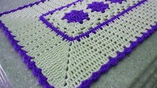Tapetes em crochê retangular com flores rasteirinhas