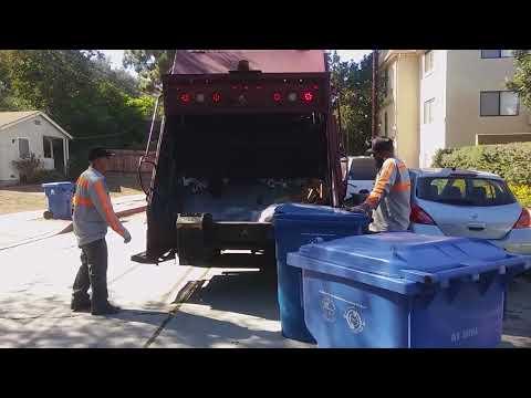 Universal Waste Systems (UWS) Volvo WXLL Pak-Mor Rear Loader