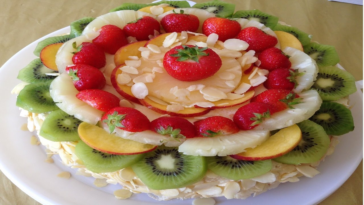 easy vanilla cake decorating with fresh fruit. Black Bedroom Furniture Sets. Home Design Ideas