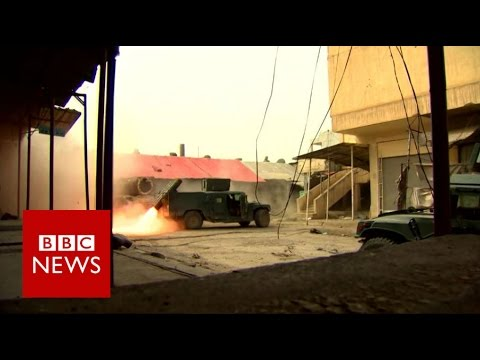 Mosul battle: Hundreds of thousands caught in urban warfare - BBC News