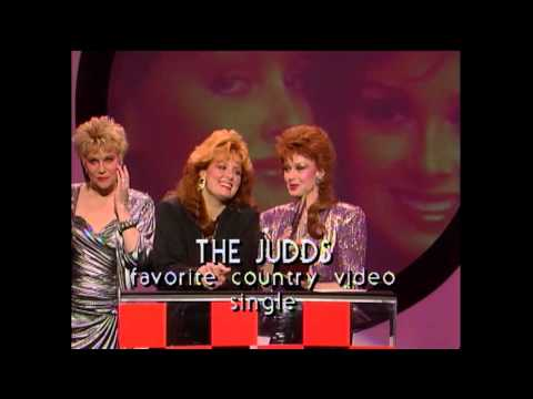 The Judds Win Country Single Video - AMA 1987