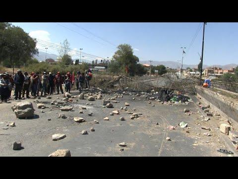 AFP Español: Bolivia en décimo día de cortes de rutas que hacen faltar alimentos y medicinas | AFP