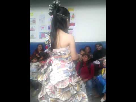 7aa43f12db Vestido de periódico - YouTube