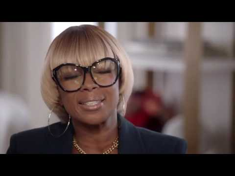 Mary J  Blige sings to Hillary Clinton