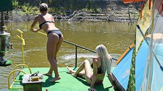 Сплав с жёнами на плоту по реке. Рыбалка со спиннингом