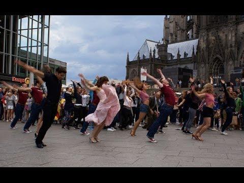 Dirty Dancing unterm Kölner Dom (Flashmob)