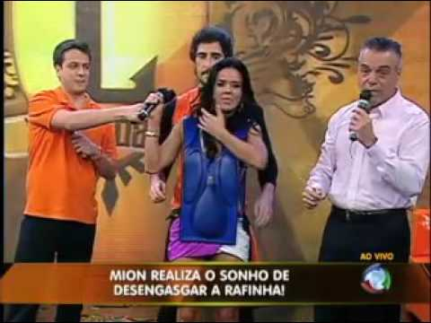 Marcos Mion desengasga Rafinha no palco do Legendários  #arquivolegendários