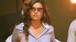 Yuganiki Okkadu Scene - Reema Sen Taking Help Of Andrea To Find Chola kingdom