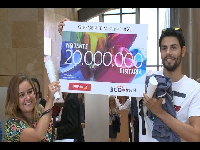 Dos lucenses son los 'visitantes 20 millones' del Guggenheim de Bilbao