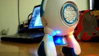 I-Win Robo Dançante - overdexter.blogspot.com