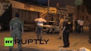 Полиция Армении опубликовала видео сдачи властям вооруженной группы в Ереване(Видео сдачи властям вооруженной группировки в Ереване опубликовала в сети полиция Армении. На кадрах запеч..., 2016-08-01T04:55:59.000Z)