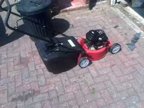 briggs and stratton 450 series petrol mower youtube. Black Bedroom Furniture Sets. Home Design Ideas