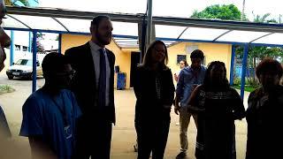 Leila Barros visitando APAE DF da asa norte