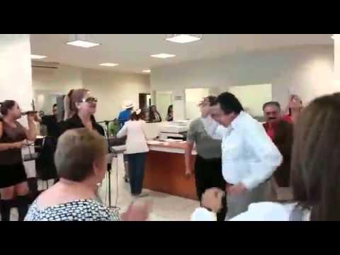 En horario laboral arman bailongo en oficinas del issste for Oficina del consumidor durango
