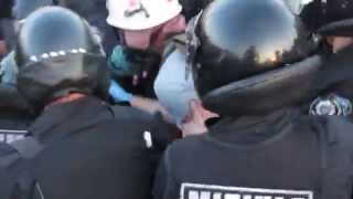 Жесткое избиение медика и попытка скинуть журналиста на костылях