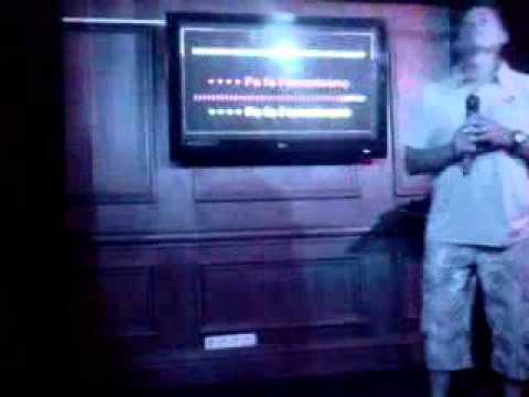 Funniest Karaoke ever! (We no speak americano)