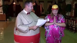 Веселое шоу в надувных костюмах на свадьбе.  Коммунальная квартира.