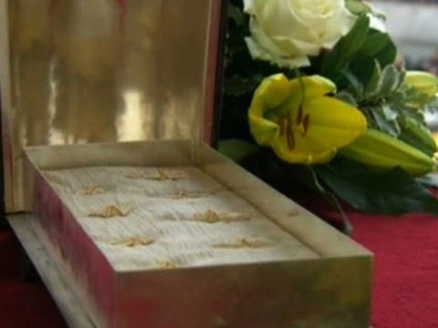 Vatican displays reputed bones of St. Peter