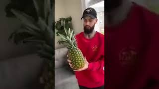 How to eat Pineąpple without cutting it