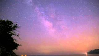 岡山県牛窓での天の川タイムラプス 春霞が強烈でくっきりとした天の川で...