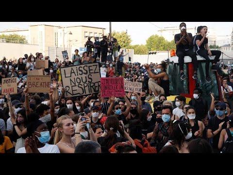 وفاة آداما تراوري: اندلاع مواجهات في باريس بين محتجين وقوات الأمن خلال مظاهرة ضخمة ضد عنف الشرطة  - نشر قبل 41 دقيقة