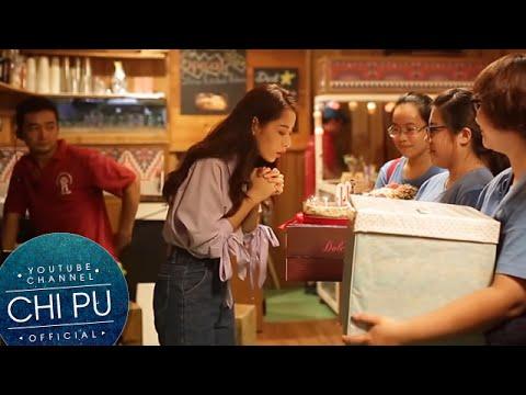 Chi Pu suýt khóc khi được fan chúc mừng sinh nhật trên trường quay