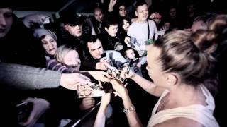 Жанна Фриске и Джиган - Автограф-сессия (4 декабря 2011)