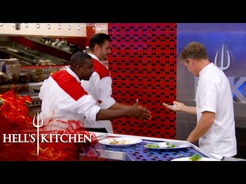 Frank Slips Gordon Ramsay A Thank You Note | Hell's Kitchen