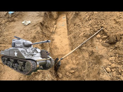WORLD WAR 2 TANK FOUND ON FIELD - Battlefield Metal Detecting - World War 2 Treasure Hunting