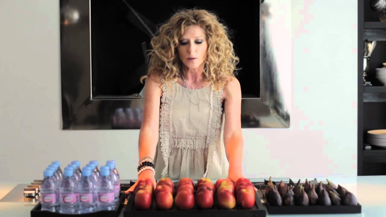 Kelly Hoppen : Clean and Simple Kitchen Arrangement - YouTube
