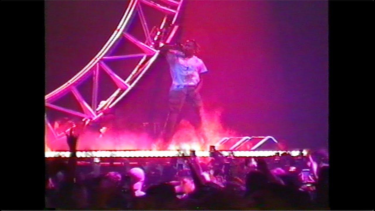 2d91d1c30dd2 Perajok & Kanye West (в месте): Offset & Travis Scott - Legacy (Live on The Ellen  Show)