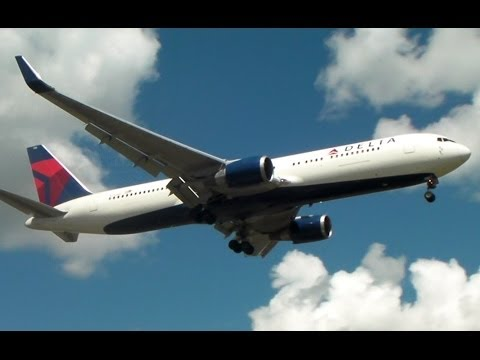 RARE!! Delta 767-300ER Emergency Landing in Toronto on RWY 05 [N172DZ]
