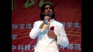 Pakistani guy singing in Chinese language Chinese song 1