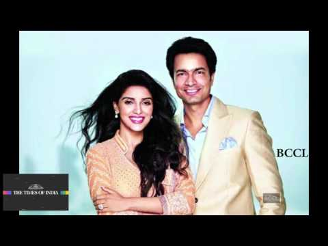 Asin Rahul Sharma indulge in cute PDA
